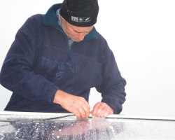 Putting rubber waterproof beading onto roof